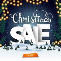 Weihnachtsverkauf, quadratisches Rabattbanner mit Winterlandschaft, Sternenhimmel, Knopf und großen weißen Lennern hinter Schneeverwehungen vektor