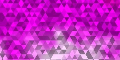 hellrosa Vektorschablone mit Kristallen, Dreiecken. vektor