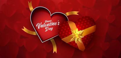 Draufsicht leeren Geschenkbox des offenen Herzens Valentinstag auf strukturiertem Hintergrund der roten Herzen.