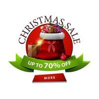 Runde Weihnachtsrabatt Banner mit Weihnachtsmann Tasche mit Geschenken. Rabatt-Banner mit grünem Band und rotem Knopf lokalisiert auf weißem Hintergrund