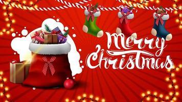 Frohe Weihnachten, rote Grußkarte mit Weihnachtsstrümpfen und Weihnachtsmann-Tasche mit Geschenken