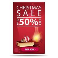 Weihnachtsverkauf, bis zu 50 Rabatt, rotes vertikales Rabattbanner mit Knopf, antiker Lampe, Weihnachtsbuch, Weihnachtskugel und Kegel vektor