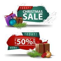 Weihnachtsrabattfahnen mit Geschenken lokalisiert auf weißem Hintergrund.