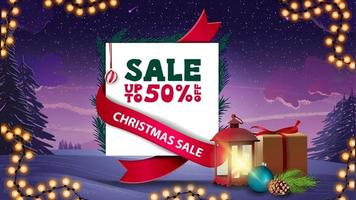 Weihnachtsverkauf, bis zu 50 Rabatt, Rabatt-Banner in Form eines Blattes mit Geschenk, Vintage-Laterne, Weihnachtsbaumzweig mit Kegel und Weihnachtskugel vektor