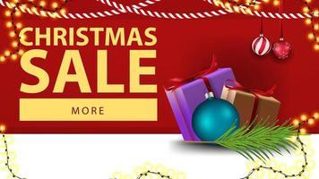 Weihnachtsverkauf, rotes Rabattbanner mit Weihnachtsdekor und Geschenken