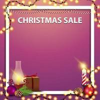 Weihnachtsverkauf, rosa quadratische Vorlage für Ihre Künste mit Weihnachtsdekor, Geschenk, antike Lampe, Weihnachtsbaumzweig, Kegel, Weihnachtskugel vektor
