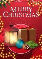 Frohe Weihnachten, rotes vertikales Grußplakat mit Rahmengirlande, Geschenk, Weinleselaterne, Weihnachtsbaumzweig mit einem Kegel und einer Weihnachtskugel vektor