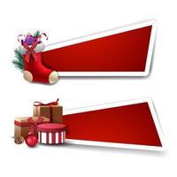 Vorlage für Weihnachtsrabatt, rote Vorlagen mit Geschenken und Weihnachtsstrümpfe mit Geschenken im Inneren