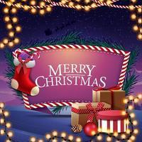 Frohe Weihnachten, Postkarte mit Geschenken, Weihnachtsstrümpfen und schöner Landschaft auf dem Hintergrund