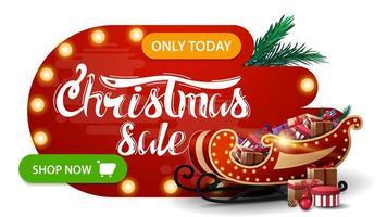 Weihnachtsverkauf, rotes Rabattbanner in abstrakten flüssigen Formen mit Glühbirnen, grünem Knopf, schönem Schriftzug und Weihnachtsschlitten mit Geschenken