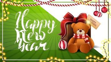 Frohes neues Jahr, schöne weiße und grüne Postkarte mit Girlanden, Weihnachtskugeln und Geschenk mit Teddybär