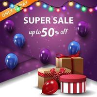 superförsäljning, upp till 50 rabatt, fyrkantig lila rabattbanner med presentaskar och ballonger vektor