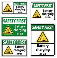 Sicherheit zuerst Batterieladebereich Zeichen auf weißem Hintergrund vektor