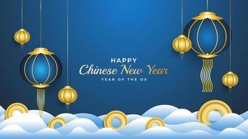 glückliches chinesisches Neujahrsfahne mit blauen Laternen und Goldmünzen auf Wolke lokalisiert auf blauem Hintergrund