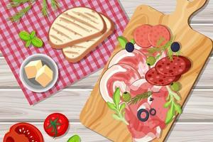 Draufsicht auf geschnittenes Fleisch auf dem Tisch