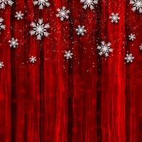 Weihnachtsschneeflocken auf rotem hölzernem Hintergrund