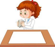 süßes Mädchen, das Wissenschaftleruniform mit leerem Papier auf dem Tisch trägt
