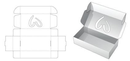 vikbar lång låda med hjärtformad mall för fönsterskärning
