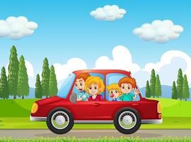 lycklig familj som reser i naturscenen med röd bil