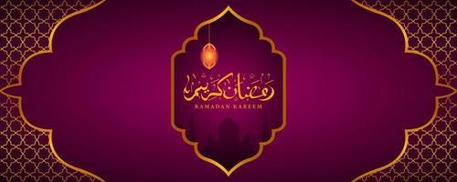 Ramadan Kareem mit Goldverzierungen vektor