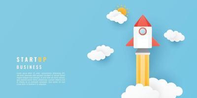 Start-up-Business-Projekt-Konzept. Papierschnittart mit Raumrakete, Sonne und Wolken auf blauem Hintergrund. Vektorillustration.