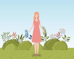 ung kvinna som står utomhus vektor