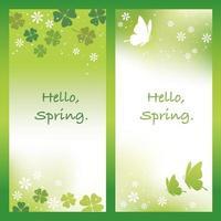 Frühlingsvektorhintergrund eingestellt mit Schmetterlingen und vierblättrigem Kleeblatt. vektor
