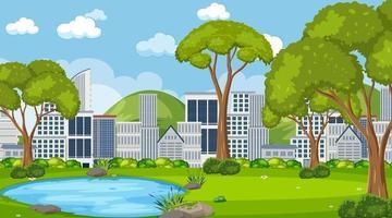 leerer Park in der Stadtszene zur Tageszeit