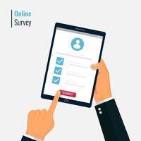 Umfrageformular Online-Vektor-Illustration. Hand halten und Fragebogen auf dem Tablet-Bildschirm ausfüllen. Quizformular Idee, Interview Bewertung, bestandener Fragebogen, isoliert auf farbigem Hintergrund. vektor