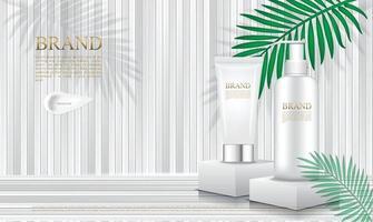 Kosmetikverpackung auf Podium mit weißen Holzlatten und tropischem Blatthintergrund vektor
