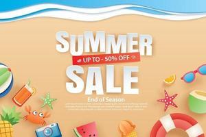 Sommerverkauf mit Dekoration Origami auf Strand Hintergrund vektor