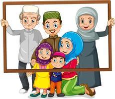 lycklig familjemedlem som håller fotoramen