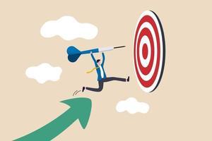 Geschäftszielerreichung oder -erfolg und Erreichen des Ziels und des Zielkonzepts, Geschäftsmannführer hält Pfeil, der vom steigenden Grafikpfeil läuft und zum Bullseye-Ziel springt, um in der Geschäftsstrategie zu gewinnen vektor