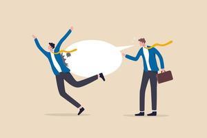 Hassreden, Mobbing, Worte oder Botschaften, die Menschen verletzen, aggressiver Führungsstil, Rassismus im Arbeitsplatzkonzept, herrischer aggressiver Geschäftsmann schreien mit Sprechblase, um Kollegen oder Kollegen zu verletzen. vektor