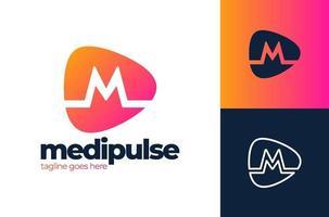 m brev alfabetet puls logotyp. medicinsk logotyp design vektor mall. bokstaven m för medicinsk symbol