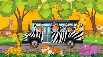 Safari bei Sonnenuntergang mit Kindern und Tieren im Bus vektor
