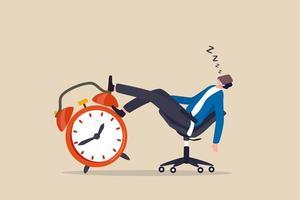 eftermiddagsnedgång, lathet och fördröjning skjuta upp arbetet för att göra senare, tristess och sömnig arbetsidé, affärsmannen sov på kontorsstol och väckarklockan täckte ansiktet med bok. vektor