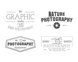 Fotografiska märken och etiketter i vintagestil. Enkel linje, unik design. Retro tema för fotostudio, fotografer, utrustning butik. Tecken, logotyper, insignier. Vektor