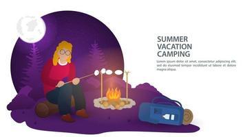 Banner für das Design des Sommercampings in der Natur ein Mädchen in der Nacht, das auf einem Baumstamm im Wald nahe einem Feuer sitzt und flache Vektorillustration des Abendessensnahrungsmittels vorbereitet vektor