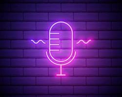 Podcast-Leuchtreklame, helles Schild, Lichtbanner. Podcast-Logo Neon, Emblem und Etikett vektor