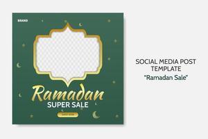Ramadan Verkauf Social Media Post Vorlage. Web-Bannerwerbung mit grünem und goldenem Farbstil für Grußkarte, Gutschein, islamisches Ereignis. vektor