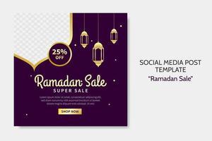 Ramadan Verkauf Social Media Post Vorlage. Web-Bannerwerbung mit lila und goldenem Farbstil für Grußkarte, Gutschein, islamisches Ereignis. vektor