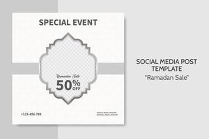 Ramadan Verkauf Social Media Post Vorlage. Web-Bannerwerbung mit weißem und grauem Farbstil für Grußkarte, Gutschein, islamisches Ereignis. vektor