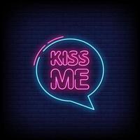 Küssen Sie mich Neonzeichen Stil Text Vektor