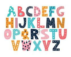 lateinisches mehrfarbiges Alphabet im Gekritzelstil auf einem weißen Hintergrund niedliche helle Vektor-englische Großbuchstaben lustiges handgezeichnetes Schriftdekor für Kinderplakate Postkarten Kleidung und Innendekoration vektor