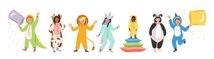 barn pyjamasfest uppsättning barn som bär jumpsuits eller kigurumi av olika djur karnevaldräkter vektor