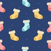 nahtloses Muster mit Weihnachtssocken auf blauem Hintergrund vektor