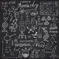 Chemie und Wissenschaftselemente kritzeln Ikonen gesetzt. Hand gezeichnete Skizze mit Mikroskop, Formeln, Experimentierausrüstung, Analysewerkzeuge, Vektorillustration auf Tafelhintergrund vektor