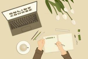 offener Laptop weiße grüne Tulpen Notizbuch für zusammenfassende Notizen und eine Tasse Kaffee sind auf dem Tisch im Zimmer Online-Lehrgang wird auf dem Bildschirm angezeigt Mensch beginnt etwas zu schreiben Hände werden gezeigt vektor
