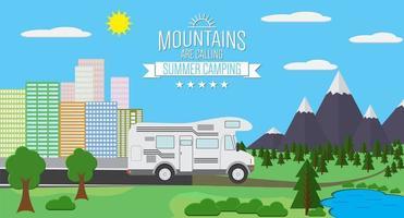 Stadt und Berge mit Wald- und Seelandschaft flache Vektorgrafik, Konzept für Urlaub und Urlaub, Camping und Wandern, Outdoor-Abenteuer, mit rv vektor